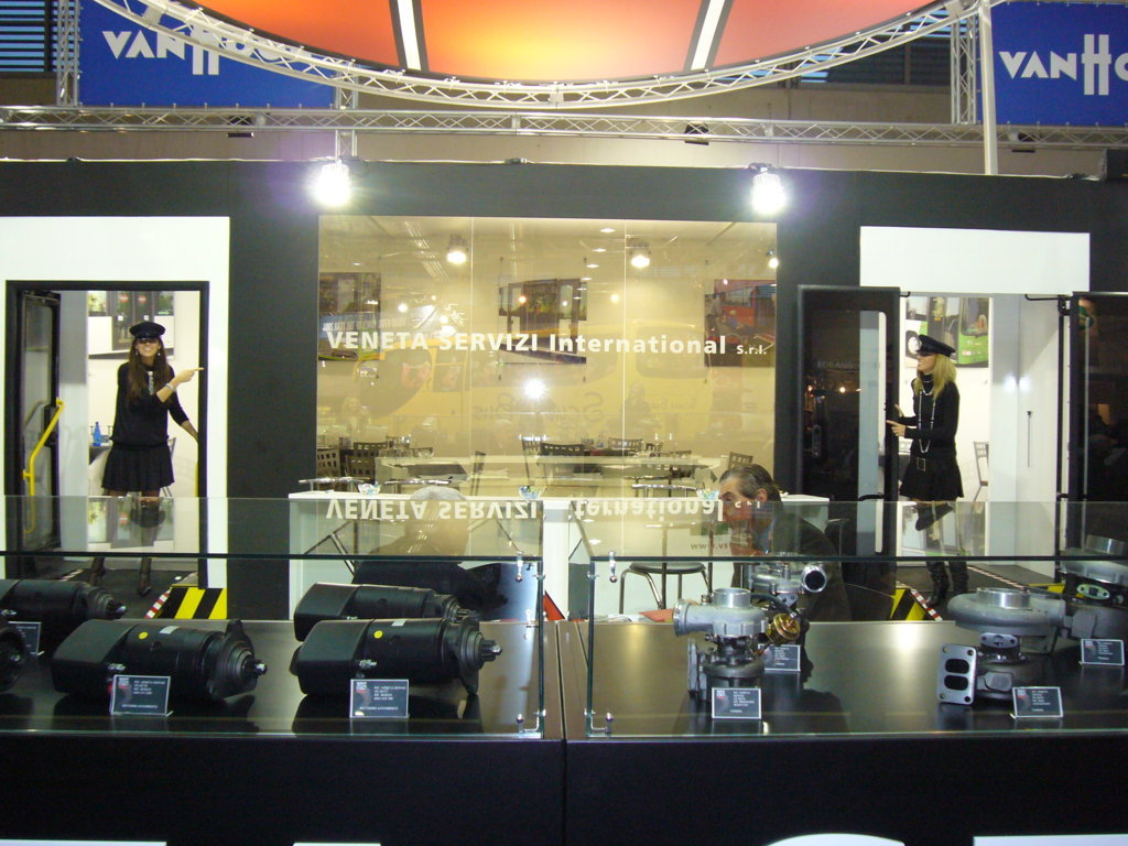P1000240 fileminimizer veneta servizi international for Veneta arredi alessandria